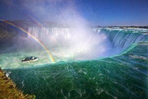 Naviguer sous les chutes du Niagara